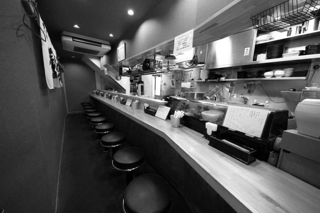 大阪麺哲店内