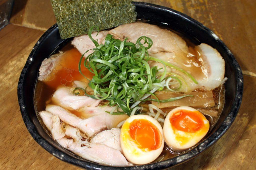 豊中麺哲肉醤油トッピング煮卵