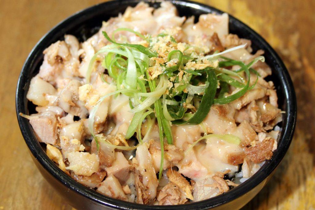 豊中麺哲豚マヨ丼